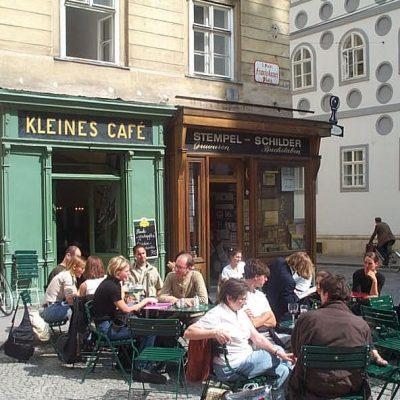 Kleines Cafe Vienna, Austria : Nikmatnya Kopi Dalam Romantisme Before Sunrise