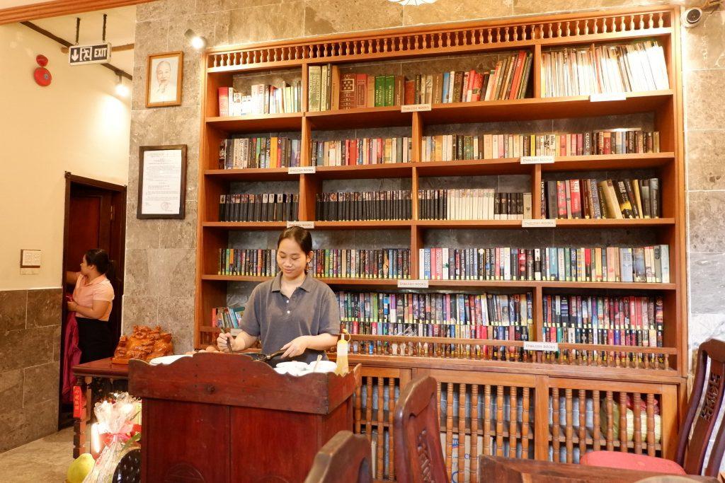 VINH HUNG HOI AN, VIETNAM ; LIBRARY HOTEL UNTUK PECINTA BUKU